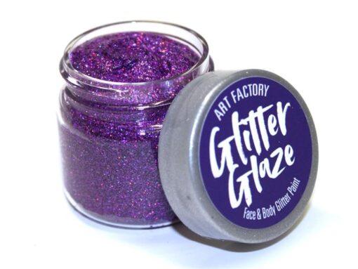 Art Factory Glitter Glaze es ideal para agregar acentos brillantes a tus diseños de pintura facial o para crear diseños completos con brillo. Esta pintura con brillo funciona mejor con niños mayores, ya que toma tiempo para que el producto se seque sobre la piel Glitter Glaze Face & Body Glitter Paint - Purple