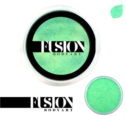 pearl mint green Fusion Body Art Pearl Mint Green es realmente un color único que ninguna otra marca puede igualar. Con una mezcla de tonos azul perla y verde, este color es perfecto para diseños inspirados en pavos reales, Mardi Gras e incluso diseños de sirenas. Las posibilidades son infinitas con Fusion Body Art Pearl Mint Green, ya que cambia de color según la forma en que la luz lo toque, este es un verdadero color de pintura facial de doble tono. Aplique en capas finas para evitar movimientos súper gruesos que podrían agrietarse cuando se secan. Los Fusion Body Art Face Paints son excelentes para los pintores y cosplayers profesionales, así como para los artistas principiantes y padres que necesitan un producto de pintura facial de alta calidad pero a precio accesible para una fiesta o simplemente por diversión. Face Paint - Pearl Mint Green