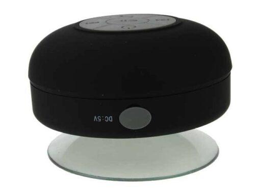 Bocina bluetooth y manos libres para regadera. Además de reproducir audio con gran calidad, funciona para recibir llamadas de cualquier teléfono celular que use esta tecnología. Por su cubierta con sello hermético, soporta perfectamente las condiciones de vapor y humedad, pero no es sumergible. Tiene controles para atender llamadas, funciones de reproducción y sincronización con otros dispositivos. su distancia de operación es de hasta 10 metros para que tu teléfono, tablet o laptop no estén dentro del cuarto de la regadera. MINI-BOCINA Y MANOS LIBRES PARA REGADERA